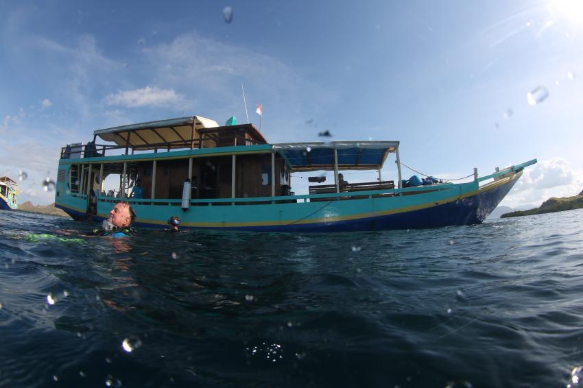 Unser Boot, Uber Scuba Komodo Dive Center, Indonesien, Allgemein