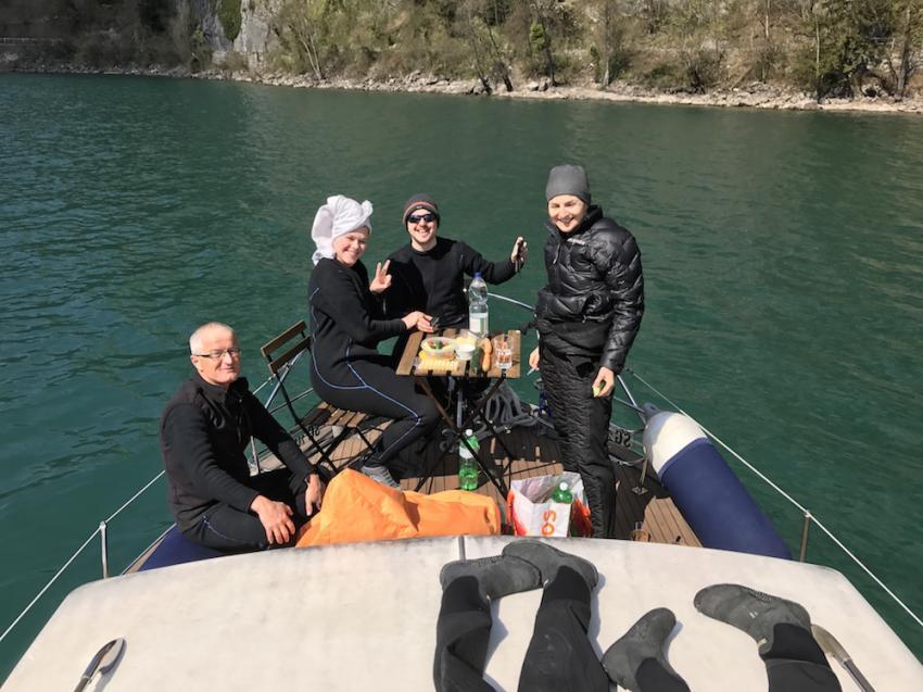 nach dem tauchen kanns auf auf deck gemütlich sein, tauchen im Walensee ohne auto, Sirius, Walensee, Schweiz