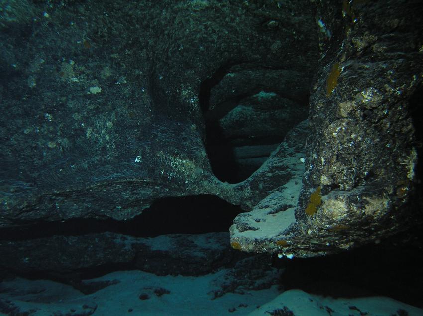 Sipadan - Höhlentauchen, Sipadan,Malaysia,Höhle,Felsen