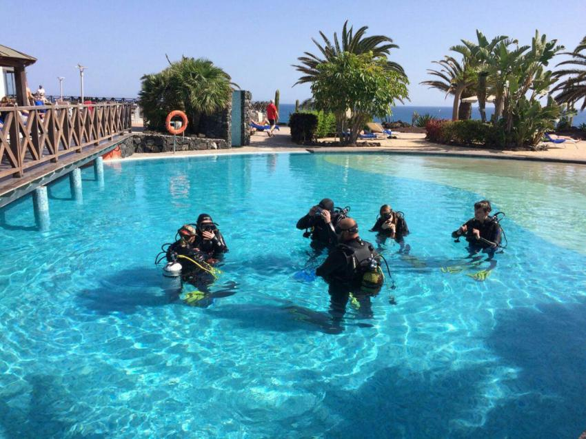 Open water Course in our swimming pool, Open water Course Fuerteventura, tauchkurs fuerteventura, tauchschule fuerteventura, tauchbasis fuerteventura, Delphinus Diving School Fuerteventura, Spanien, Kanarische Inseln