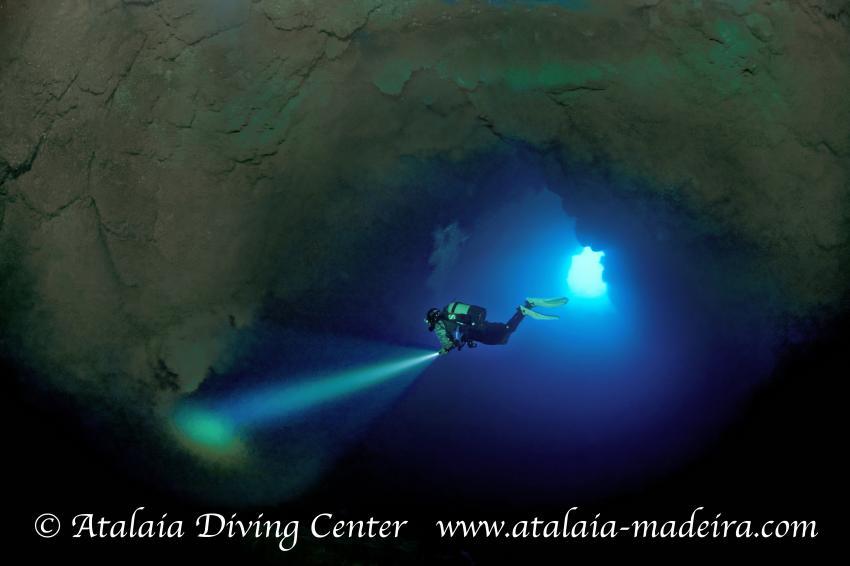 Atalaia Höhle / Gruta da Atalaia