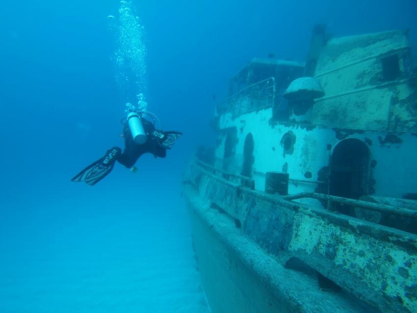 Two Tugs Bermuda, Two Tugs, Bermuda