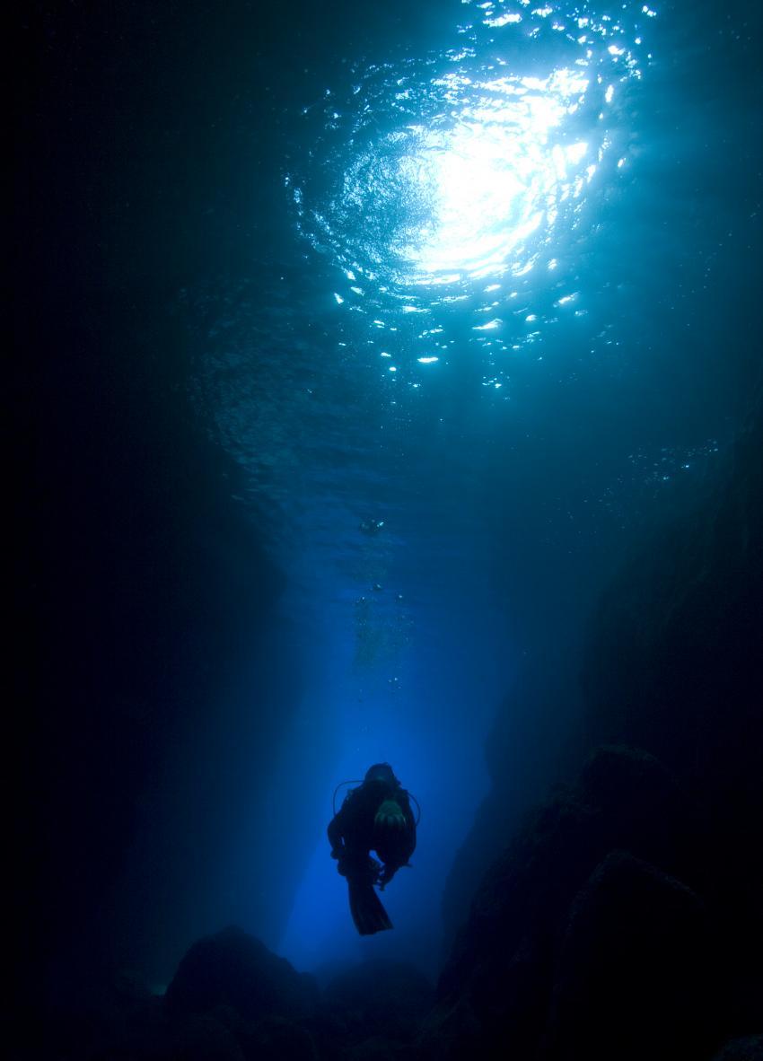Vis und Bisevo, Vis,Kroatien,Cave.Höhle,Eingang,Lichteinfall,Taucher