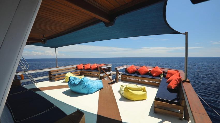 Upper deck lounge on the shade Mv Ambai, M/V Ambai, Indonesien, Allgemein