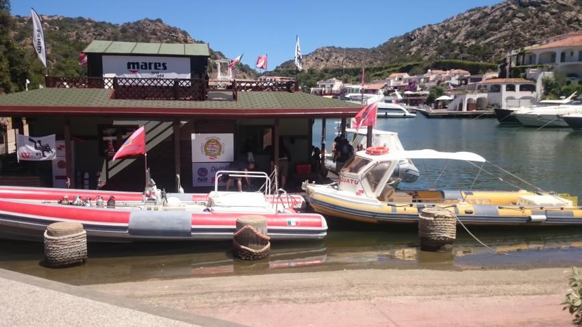Die basis im hafen von Poltú Quartù, Orso Diving Club (Sardinien), Italien, Sardinien