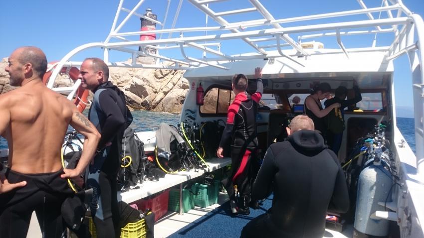 On Bord kurz vor dem Tauchgang..., Orso Diving Club (Sardinien), Italien, Sardinien