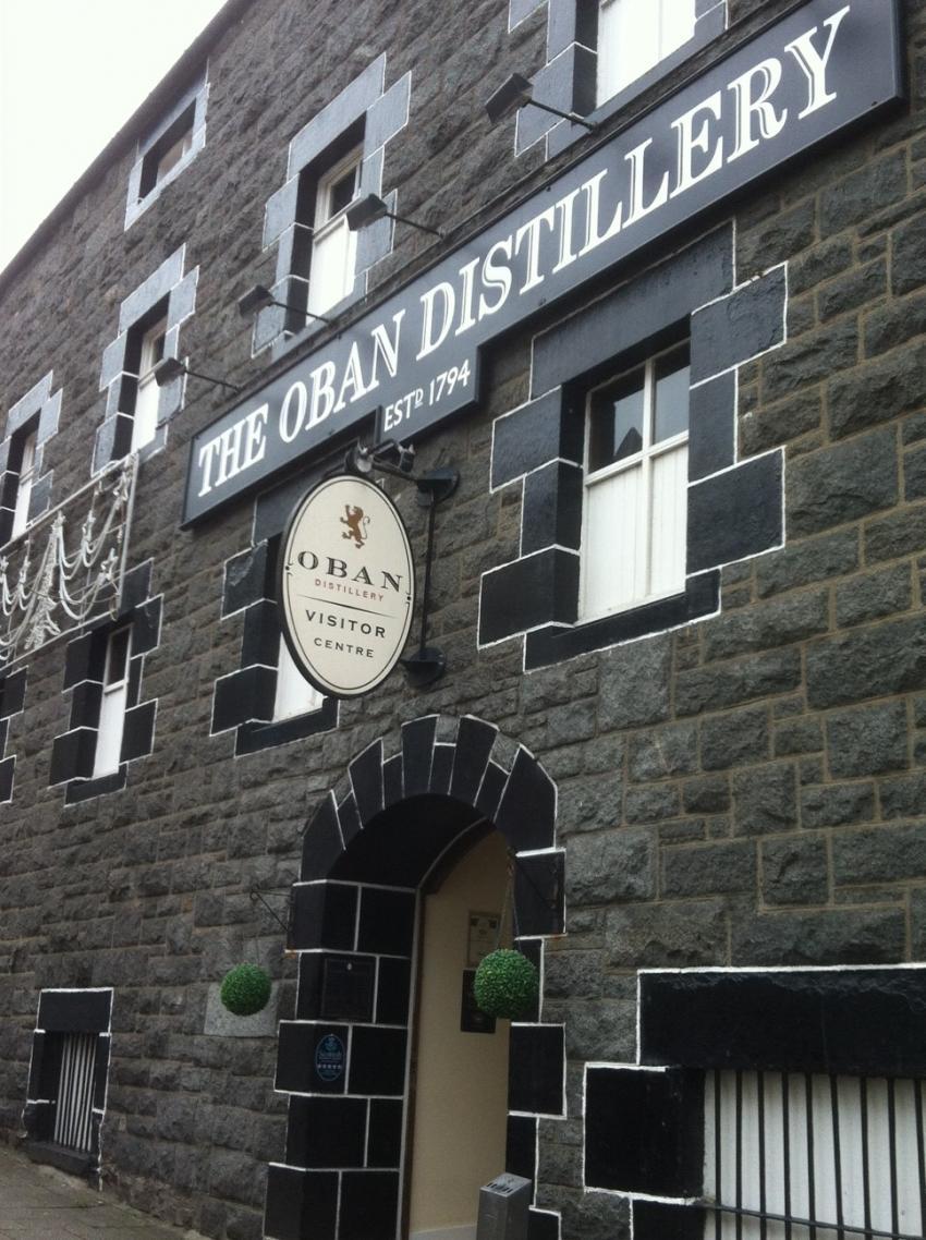 Distillery im Zentrum von Oban, Oban Distillery, Schottland, Whisky, Großbritannien