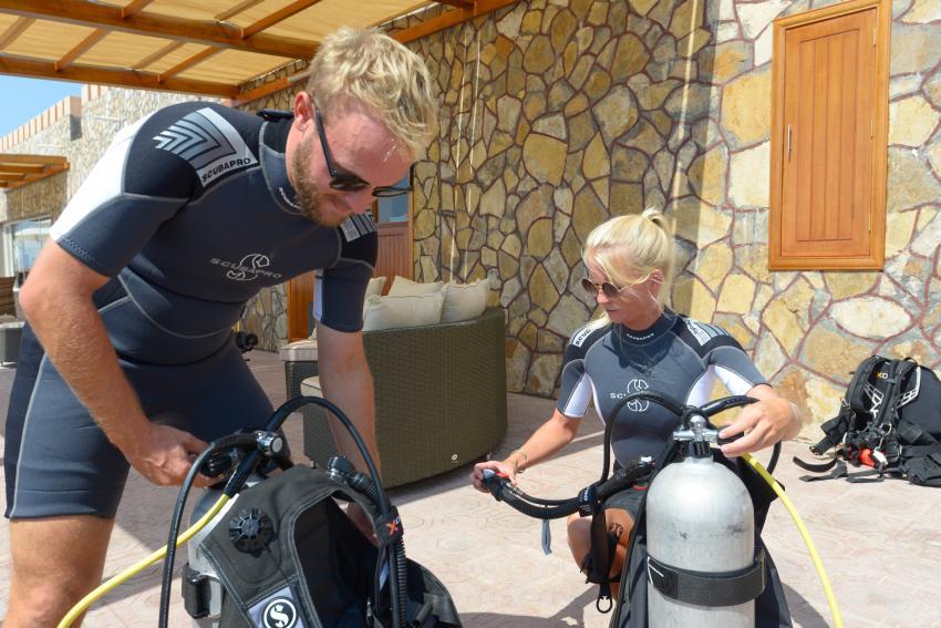 getting ready for our dives, Sumhuram Divers Oman, Mirbat, Oman