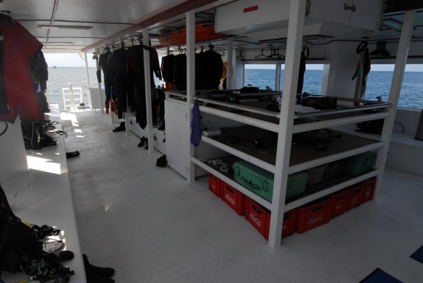 Ausreichend großes Tauchdeck mit Kameratisch, Belize Aggressor III, Belize