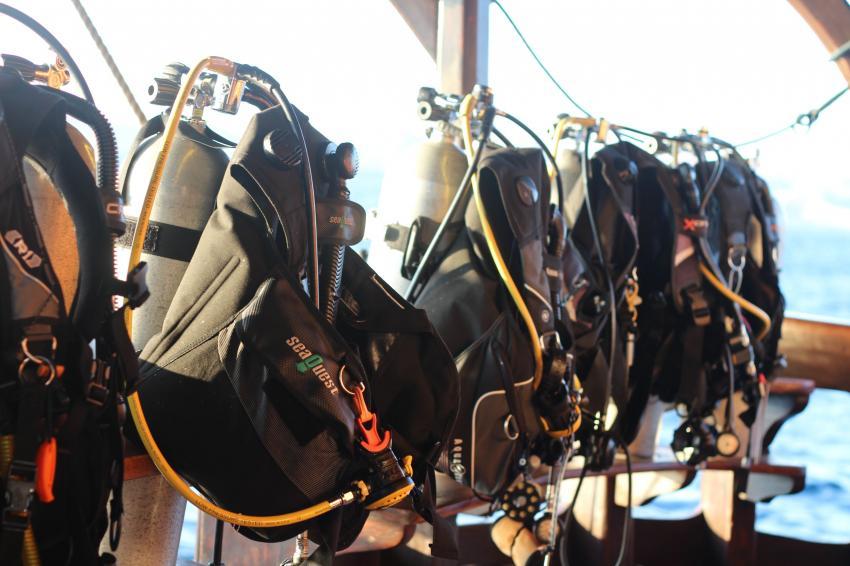 Tauchdeck zum gemütlichen anrödeln, Moana Cruising - Liveaboard Komodo, Indonesien