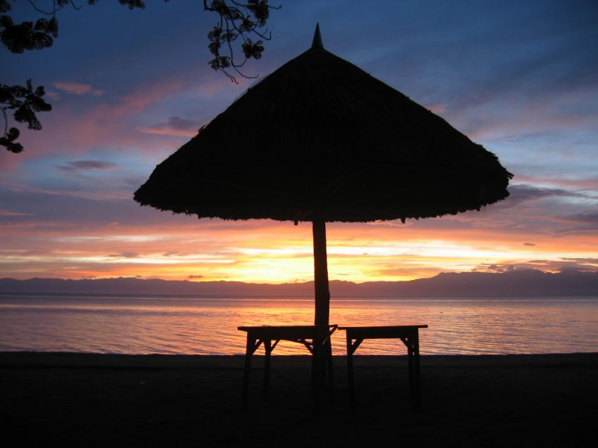 Moalboal, Moalboal & Malapascua,Philippinen,Sonnenschirm,Liegen,Abendämmerung