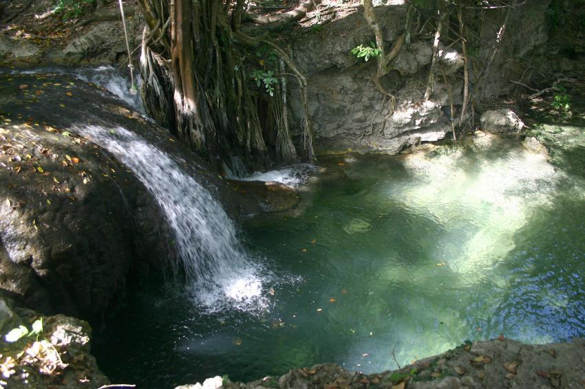 Pulau Satonda, Pulau Satonda,Indonesien,Wasserfall,Land