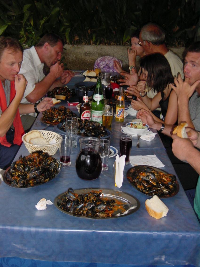 zuljana, Zuljana,Kroatien,Essen,Terasse,Miesmuscheln,buzzara,Abend,gemütlich,Hauswein,Karaffe,zufrieden