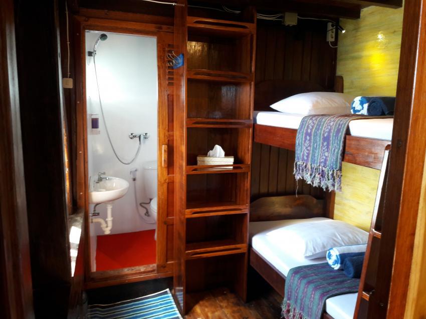 Superior-2 cabin, KLM Mari, Indonesien, Allgemein