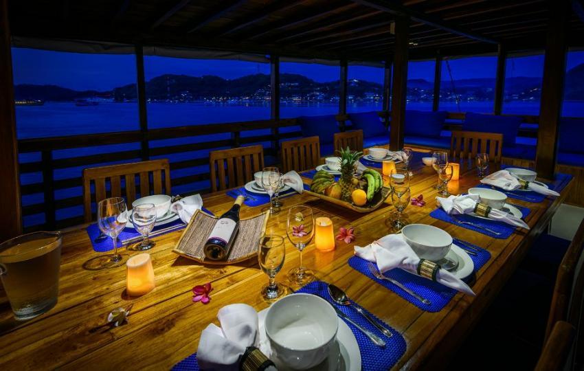 dining area, KLM Mari, Indonesien, Allgemein