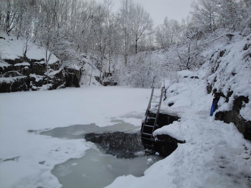Bei Eis und Schnee, Steinbruch Remshagen,Nordrhein-Westfalen,Deutschland,Einstieg,Winter,Schnee