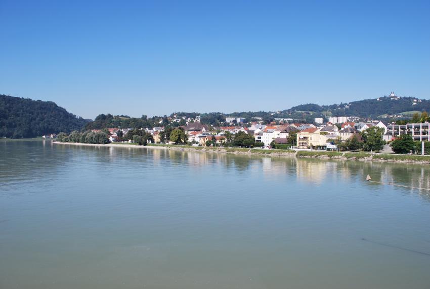 Linz: Donau von der Nibelungenbrücke, Hotel Ibis Styles, Linz, Österreich