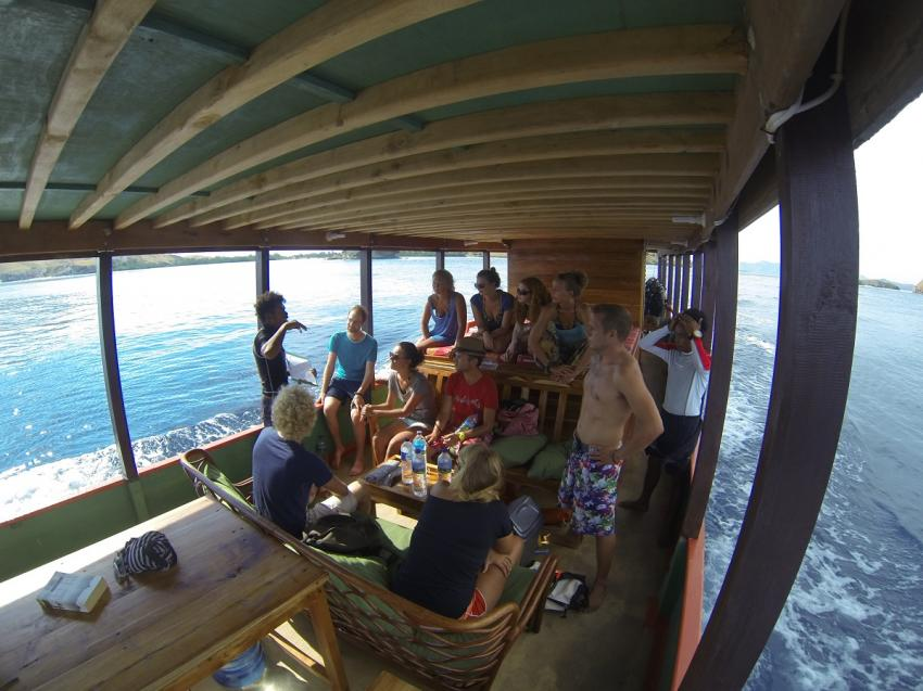 Tagesboot Hauptdeck, Komodo Dive Center day boat, Komodo Dive Center, Labuan Bajo‬, Indonesien, Allgemein