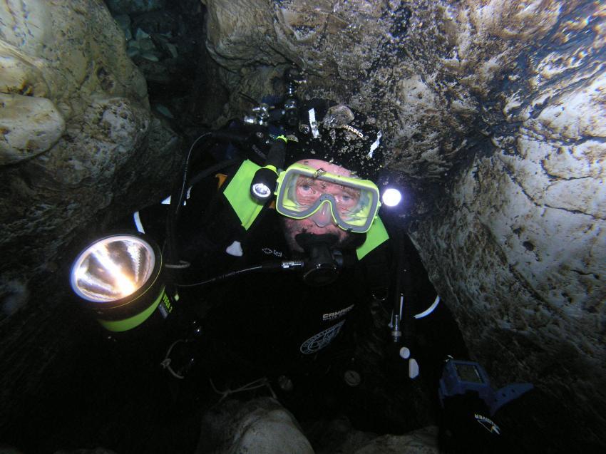 Crotta Fontanazzi, Crotta Fontanazzi,Italien,höhlentaucher,lampe