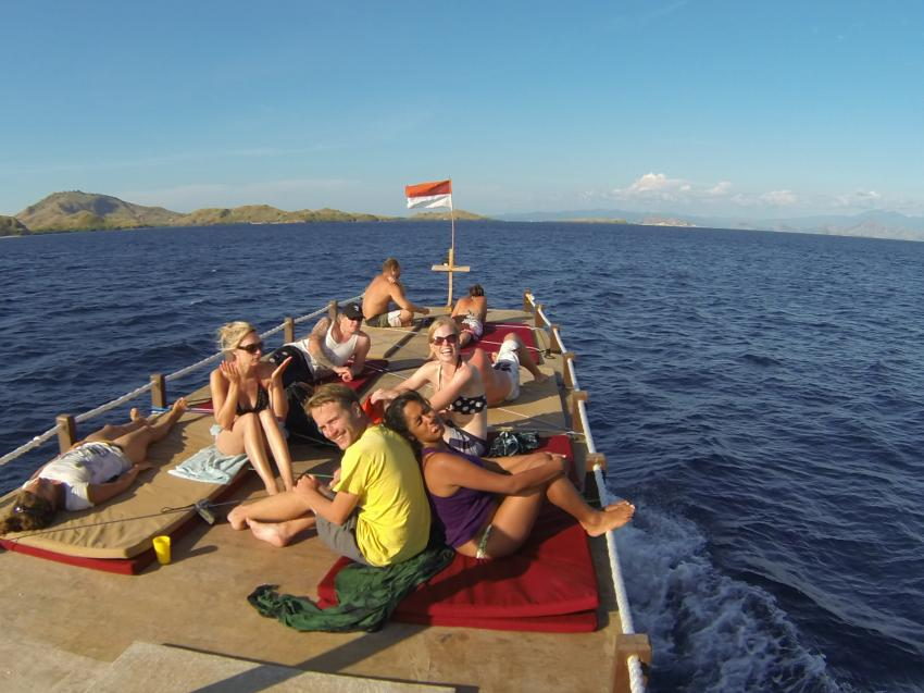 Tagesboot Sonnendeck, Komodo Dive Center day boat, Komodo Dive Center, Labuan Bajo‬, Indonesien, sonnendeck, taucher