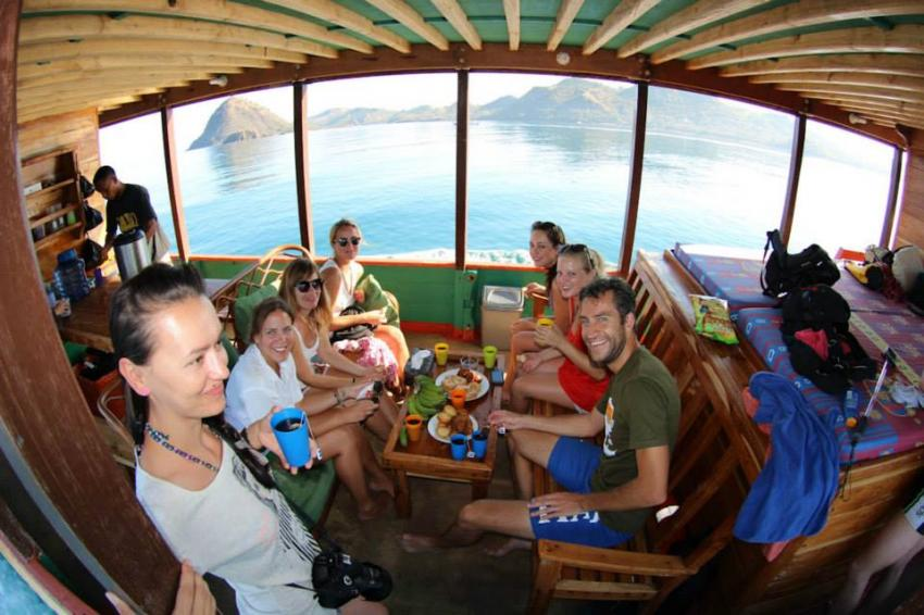 Tagesboot Tagesboot, Komodo Dive Center day boat, Komodo Dive Center, Labuan Bajo‬, Indonesien, Essen, Hunger, Buffet