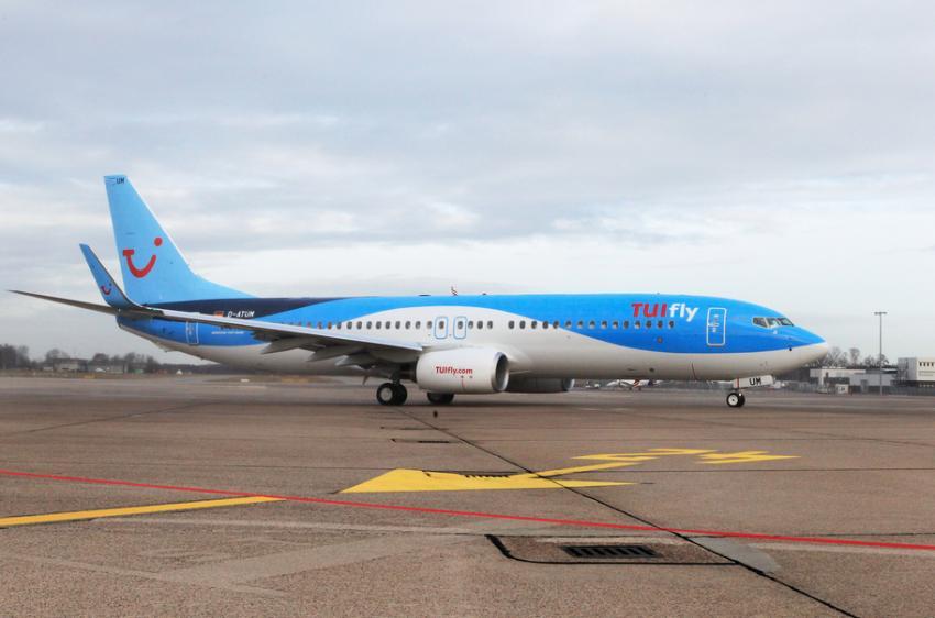 TUIfly Boeing 737-800 am Flughafen, TUIfly, Deutschland, Niedersachsen