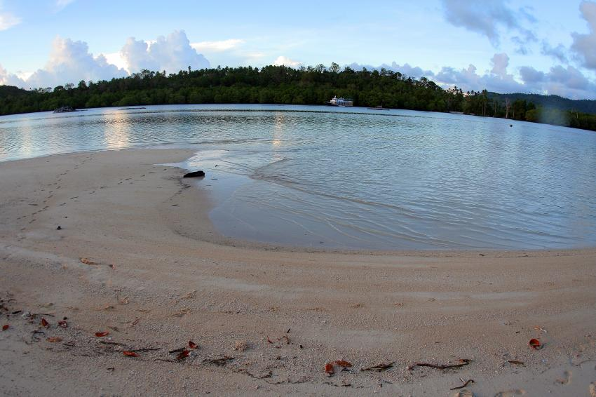 Pulau(= Insel) Sahaung (Bangka Archipel), Pulau Sahaung,Indonesien,Strand,Abend