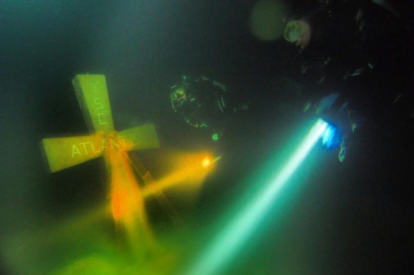 Kreuz ~40m, Atlantis Place, Österreich