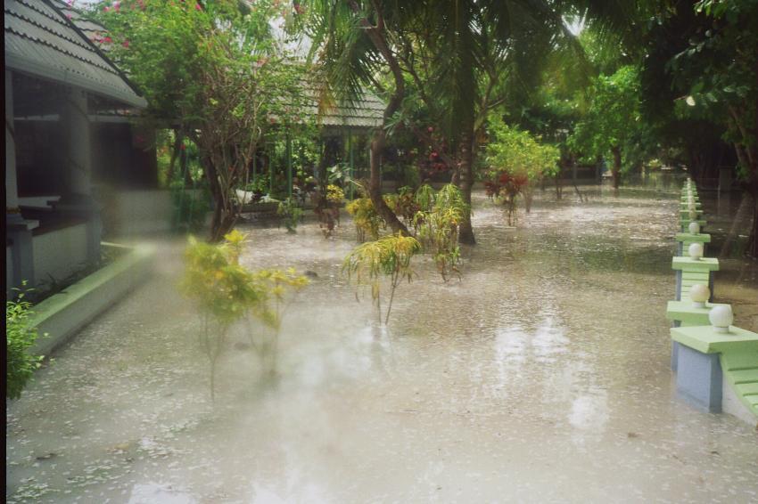 Lohifushi  ( Nord Male Atoll ) Nach der Welle, Lohifushi,Malediven,tsunami,welle,zerstörung,hotel,überflutet,überflutung
