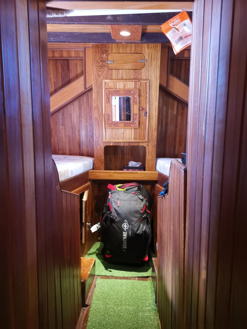 Kabine mit Einzelbetten (eine an Bord), M/V Nusa Tara, Indonesien