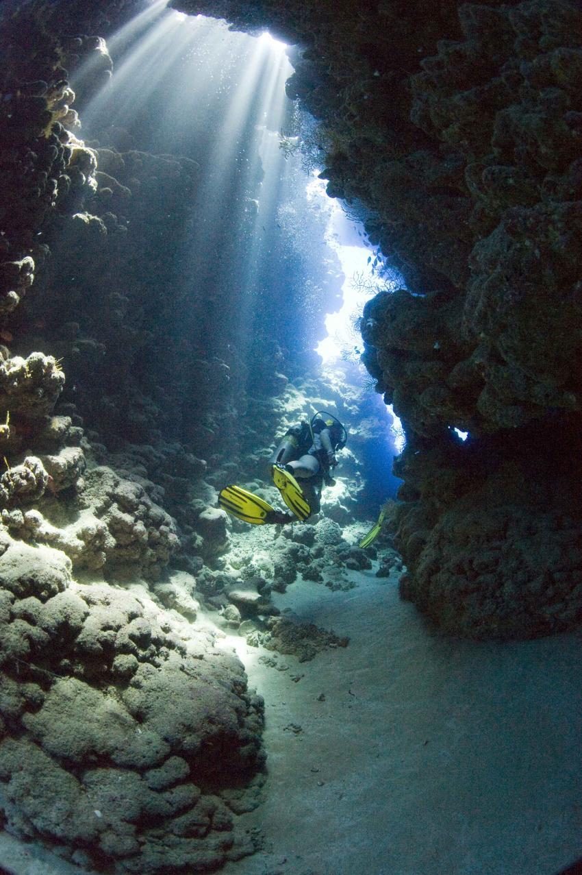 Jackson Reef, Locals Sharm el Sheick,Ägypten,Canyon,Lichtdurchflutet,mit Taucher