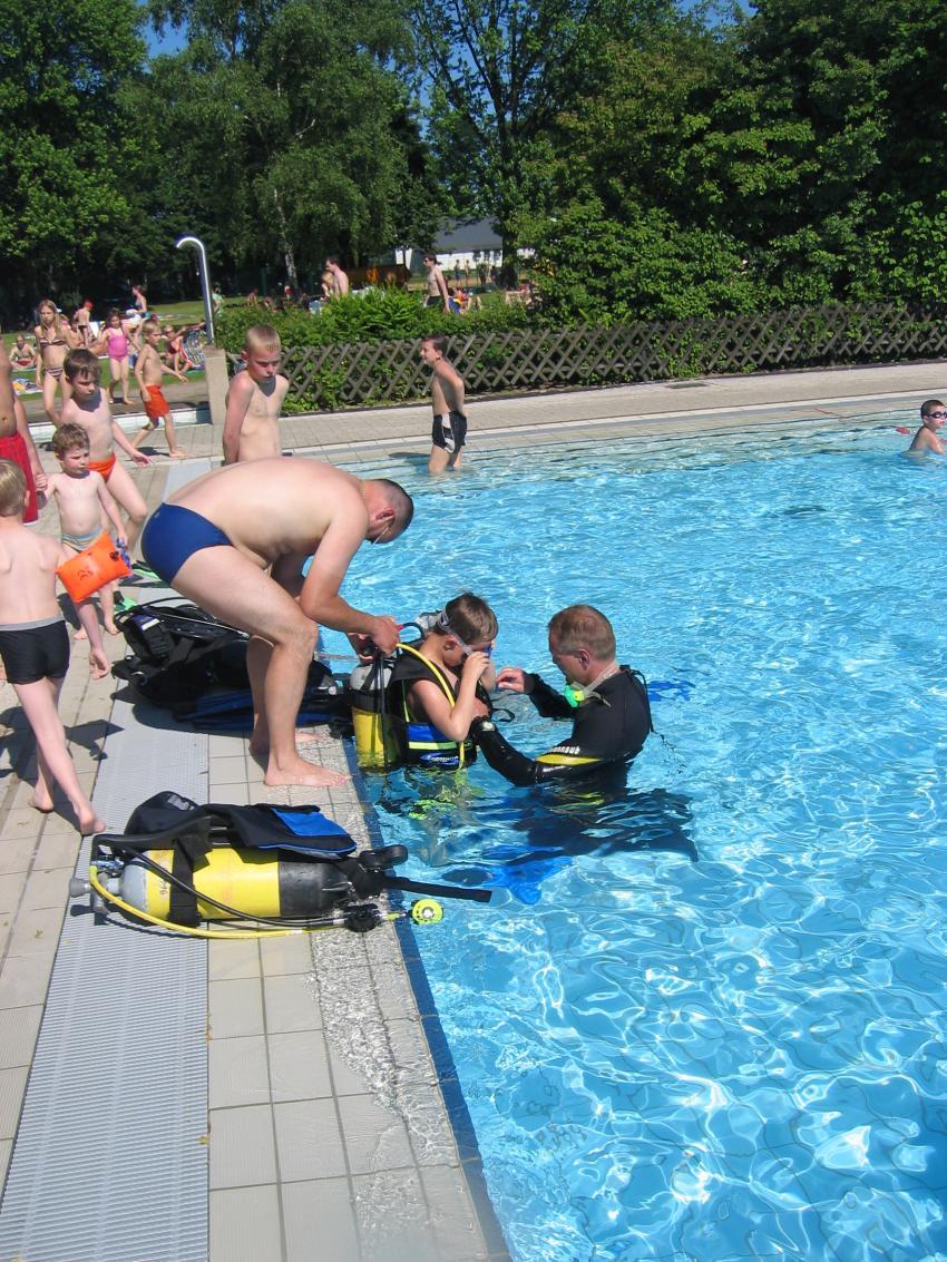 Langenfeld (Schnuppertauchen Schwimmverein Langenfeld 1912 e.V.), Freibad Langenfeld,Nordrhein-Westfalen,Deutschland