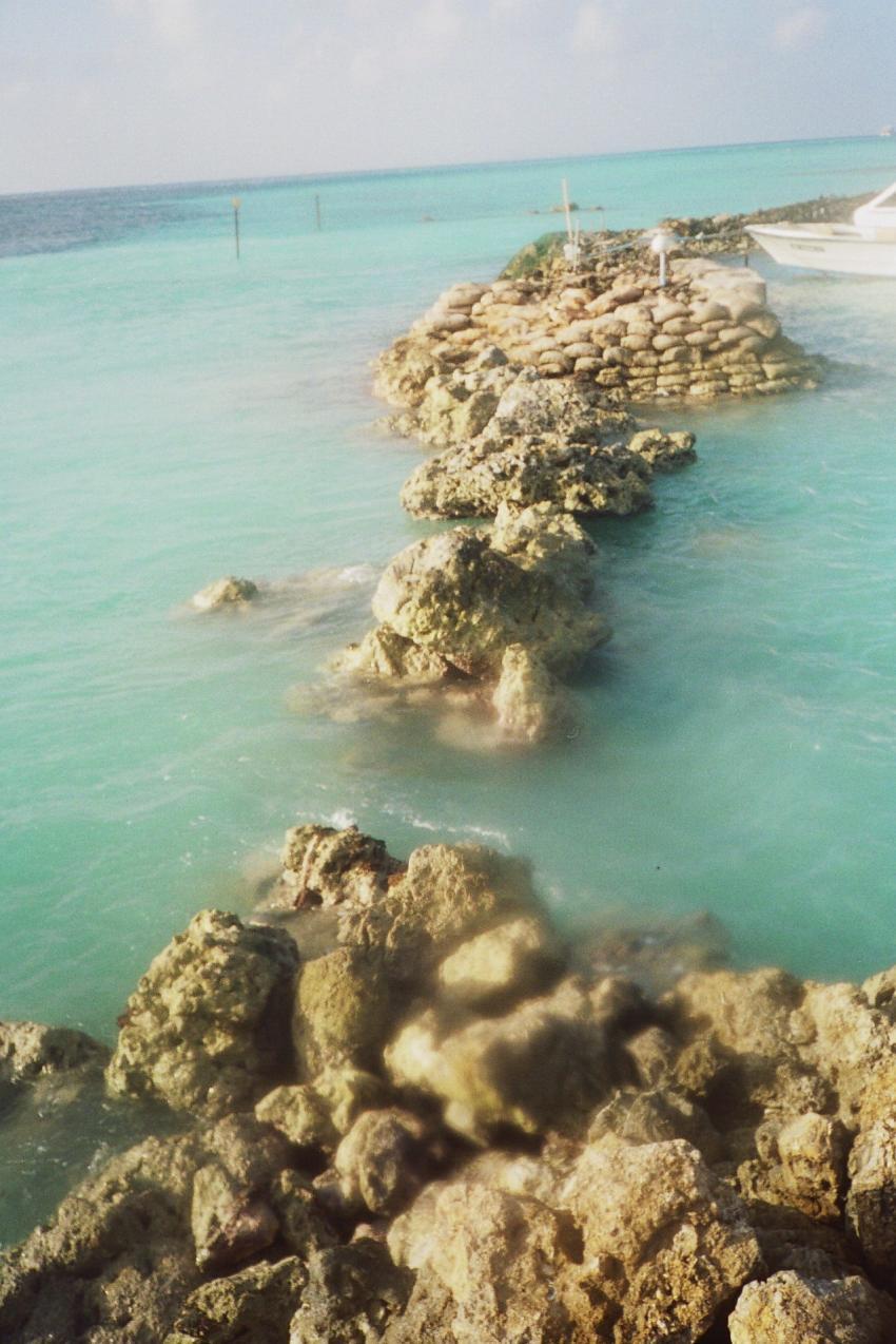 Lohifushi  ( Nord Male Atoll ) Nach der Welle, Lohifushi,Malediven,tsunami,welle,zerstörung,überflutung,damm,mole,riss