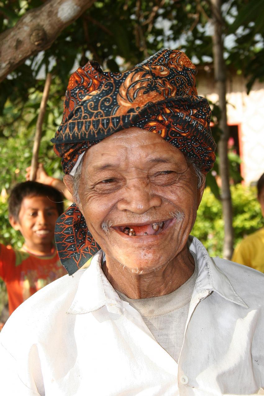Flores Maumere, Flores Maumere,Indonesien,Einheimischer,lächelt,ohne Zähne