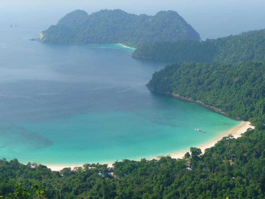 Traumhafte Bucht mit klarem Wasser
