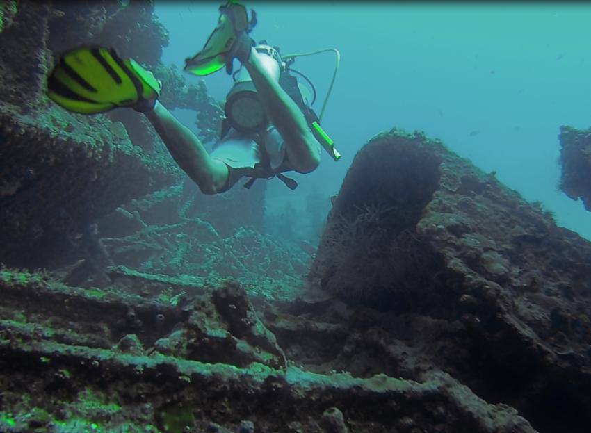 Tauchen durch den Rumpf..., RMS Rhone Nationalpark, Salt Island, Britische Jungferninseln