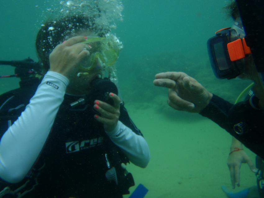 Pinke Fingernägel machen sich auch unter Wasser gut :-)