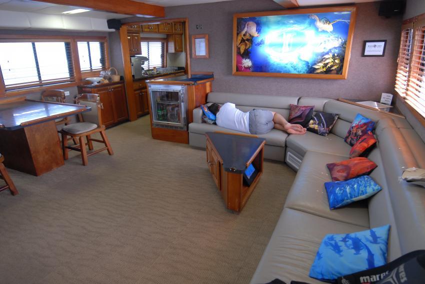 Geräumiger, gemütlicher Salon - z.B. für den Mittagsschlaf, Belize Aggressor III, Belize
