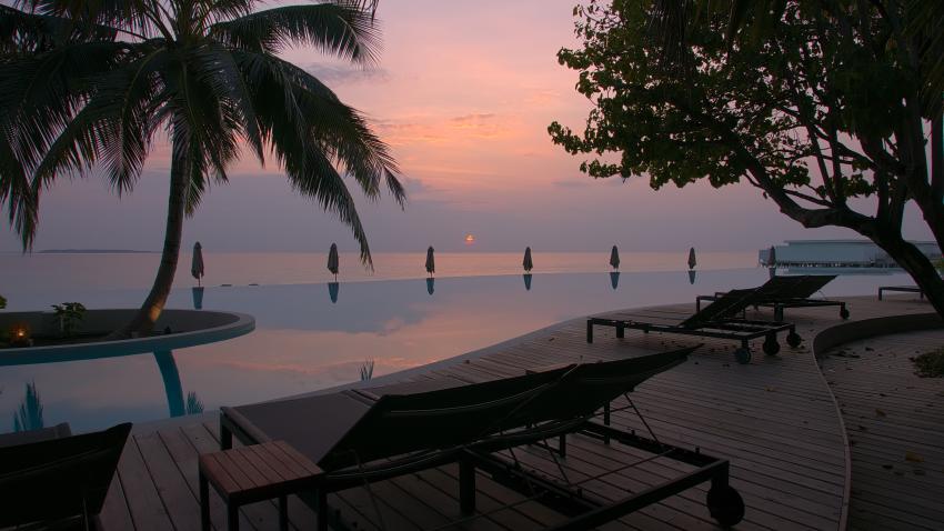 """Öffentlicher"" Pool am Abend, Dive Butler, Amilla Fushi, Malediven"