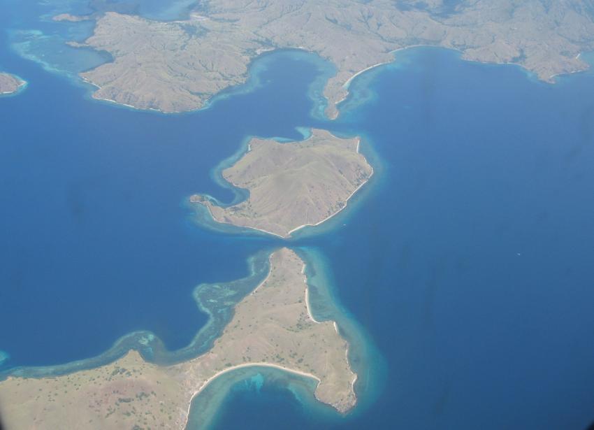 Die Inseln Lawalaut, Lawadarat mit Komodo im Hintergrund.