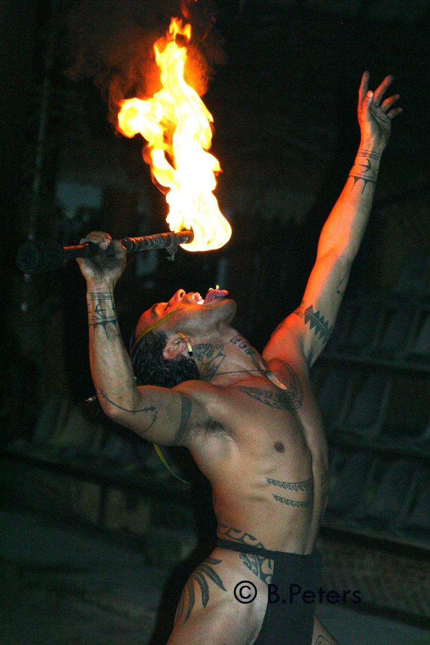 Moorea, Moorea und Fakarava,Französisch-Polynesien,Einheimischer,Feuer  schlucken