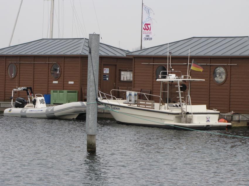 Die Basis mit Booten, Riff Nienhagen von Tauchbasis Hohe Düne, Deutschland, Mecklenburg-Vorpommern