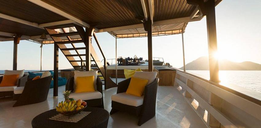 Main deck lounge MV Ambai, Main deck lounge MV Ambai, MV Ambai, Indonesien, Allgemein