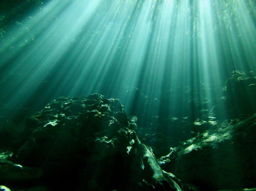 Höhlentauchen, Stalaktiten, Cenoten, Sonnenstrahlen, Sonnenreflexion, Halocline Divers, Mexiko