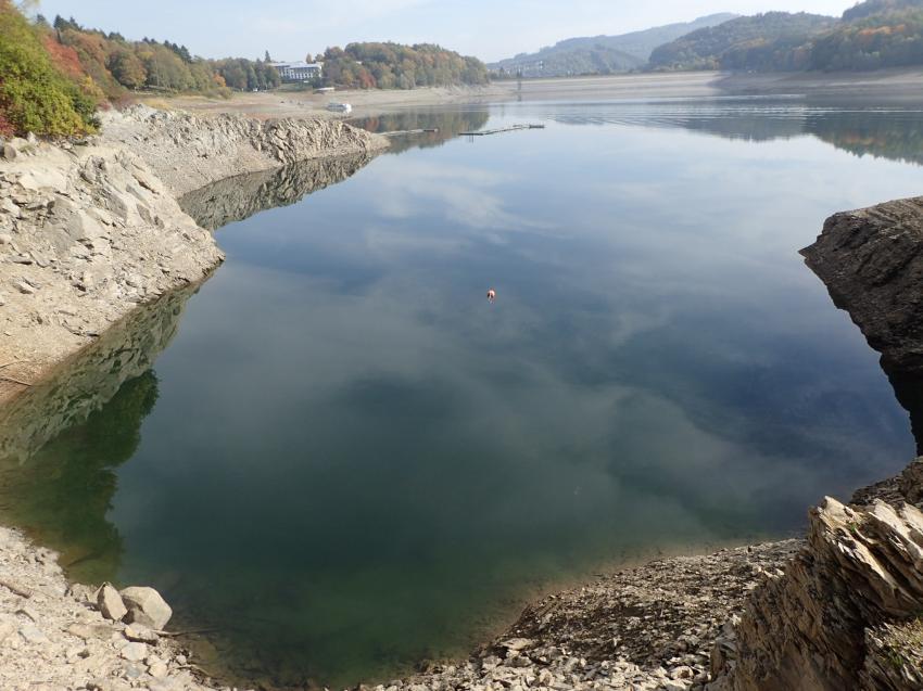 Das Tauchgebiet Hennesee bei Niedrigwasser im Herbst 2018