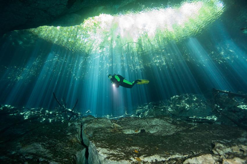 Elke in der Cenote Eden, Cenoten, Höhle, Cenote Adventures, Mexiko