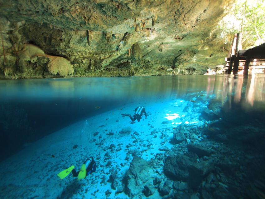 Cenote Dos Onos über und unter Wasser