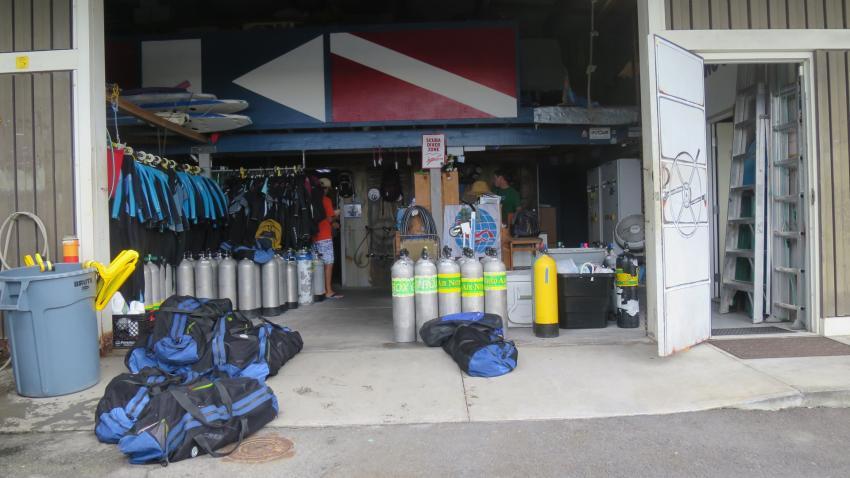 Zugang zum Abholen und Zurückbringen der Flaschen, Kona Diving Company, USA, Hawaii