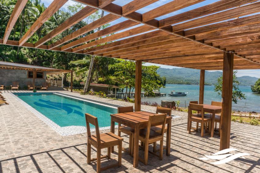Thalassa Dive Resort Lembeh Terrace and pool, Thalassa, Manado, Nord-Sulawesi, Indonesien, Sulawesi