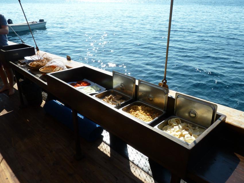 Frühstückbuffet, Moana Cruising - Liveaboard Komodo, Indonesien
